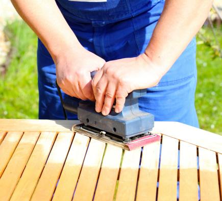 כלי עבודה לחידוש רהיטים