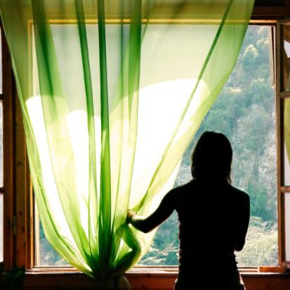 איזה אווירה יוצרים וילונות בחלון שלכם?