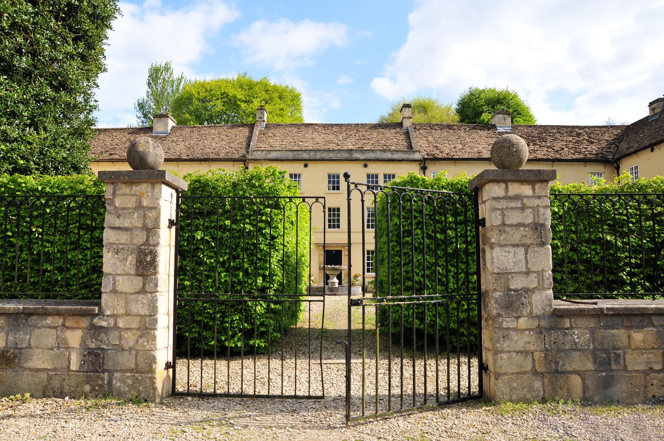 כיצד בוחרים שער חשמלי לבית פרטי?