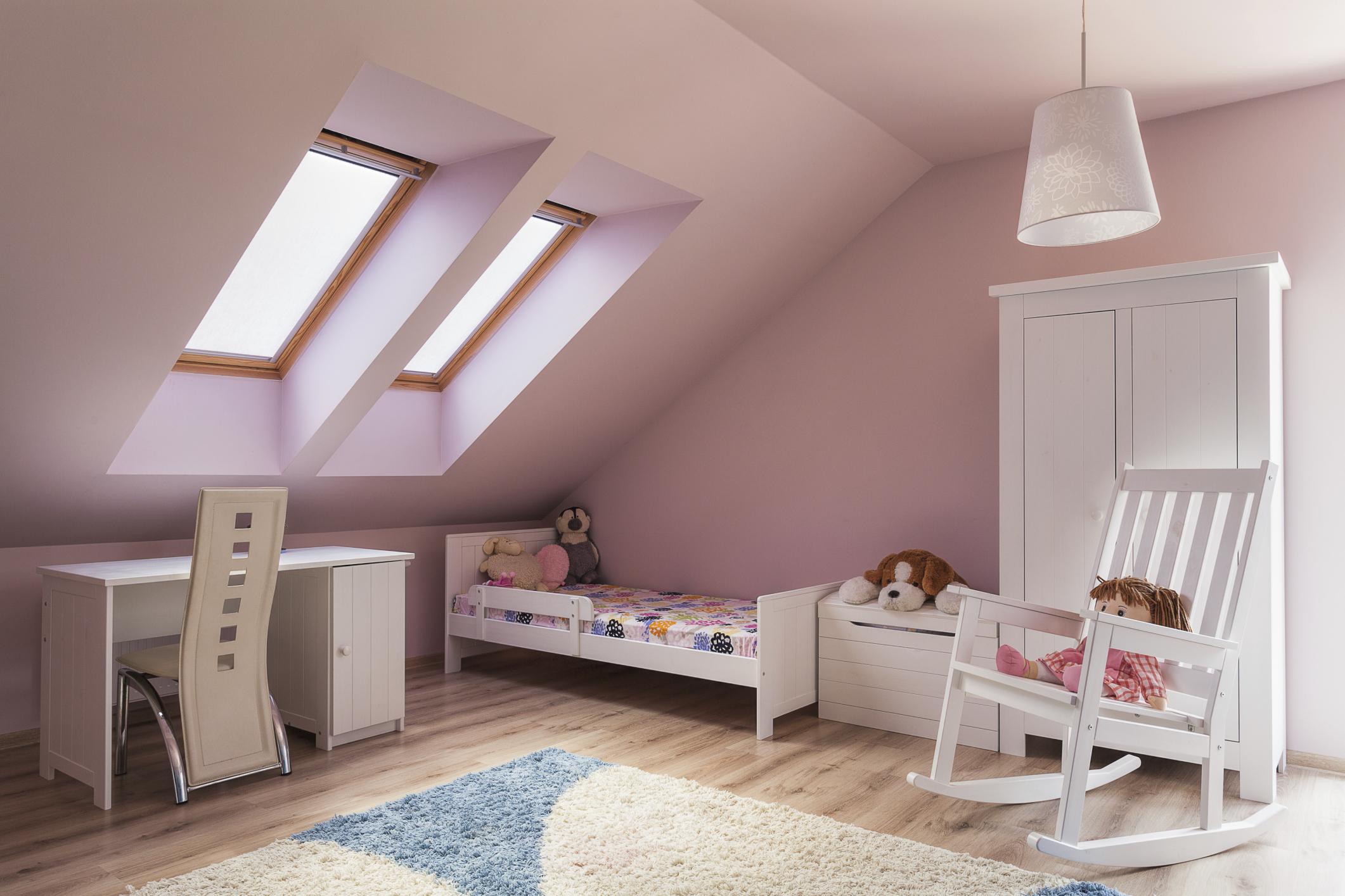 האם חדרי ילדים לבנות חייבים להיות ורודים